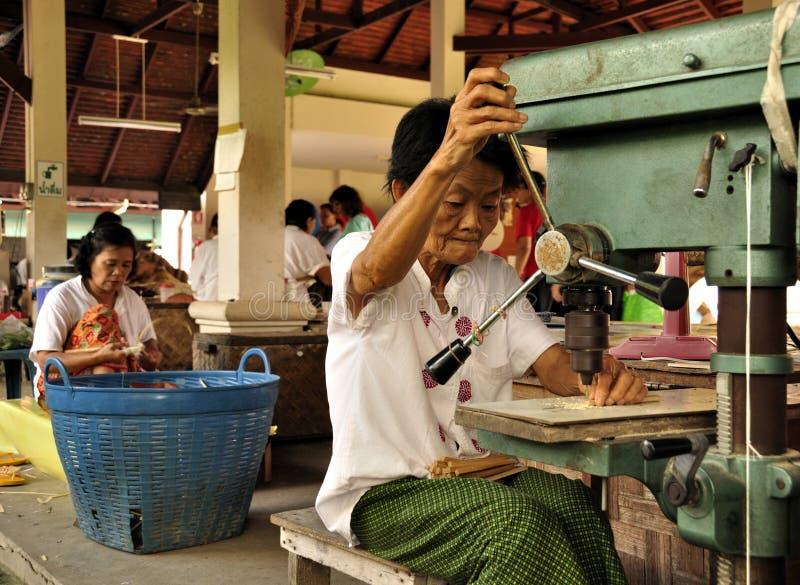 Mujer mayor de trabajo imagen de archivo