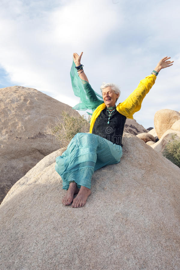Mujer mayor enérgica libre 2 fotografía de archivo libre de regalías