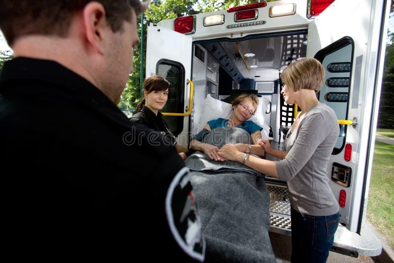 Mujer mayor en ambulancia fotos de archivo libres de regalías