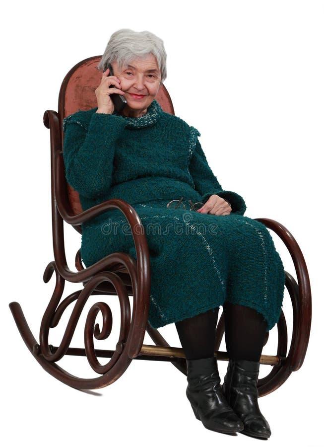 Mujer mayor en el teléfono
