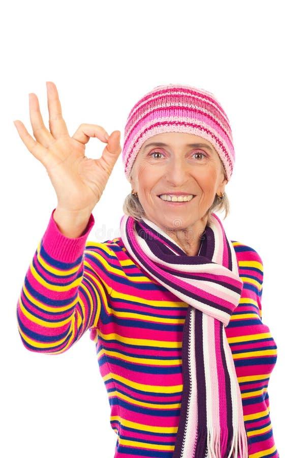 Mujer mayor en ropa del knit del invierno fotos de archivo libres de regalías