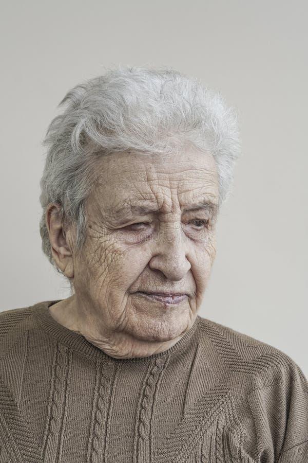 Mujer mayor encantadora foto de archivo