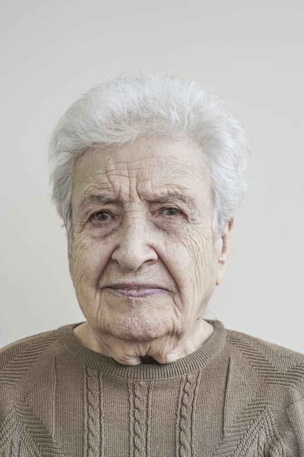 Mujer mayor encantadora fotografía de archivo libre de regalías
