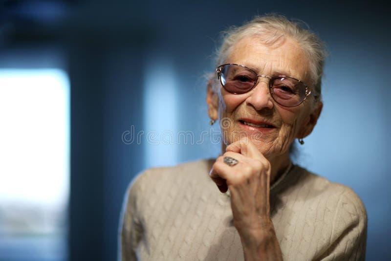 Mujer mayor feliz fotografía de archivo libre de regalías