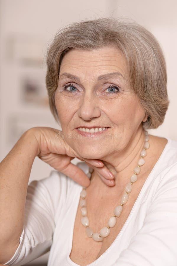 Mujer mayor hermosa imagen de archivo libre de regalías