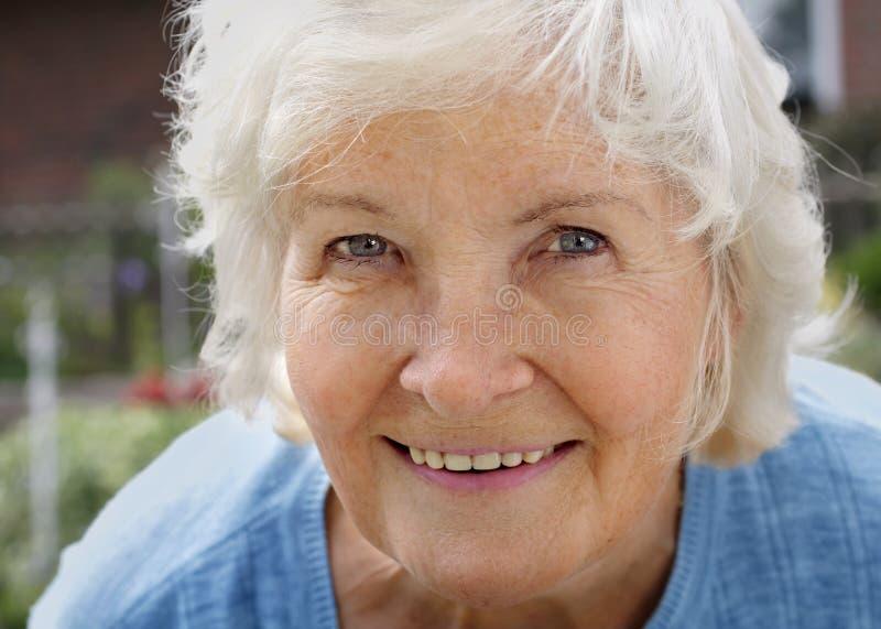 Mujer mayor natural fotografía de archivo libre de regalías