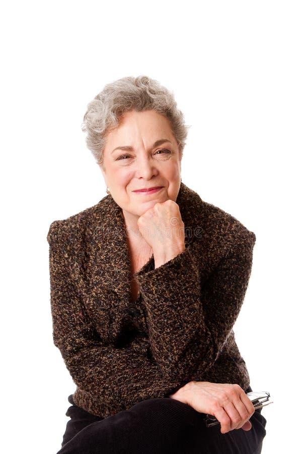 Mujer mayor sonriente hermosa foto de archivo