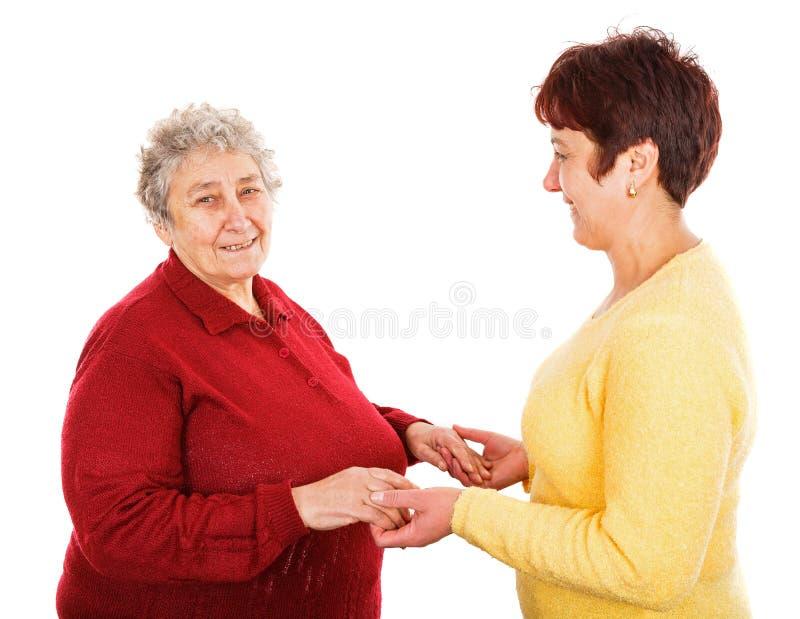Mujer mayor y cuidador joven fotos de archivo