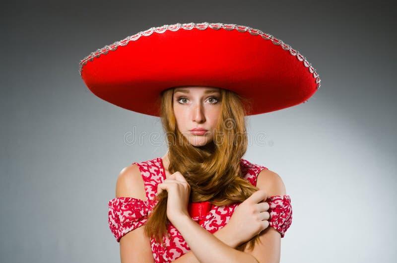 Mujer mexicana que lleva r foto de archivo libre de regalías