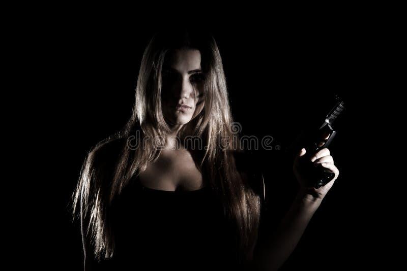 Mujer militar con un arma imagen de archivo libre de regalías