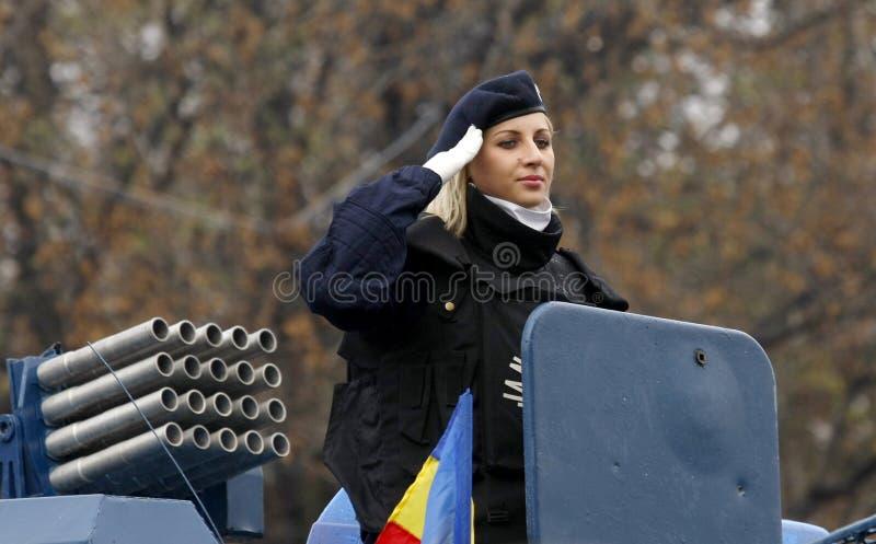 Mujer militar en las fuerzas del ejército fotografía de archivo libre de regalías