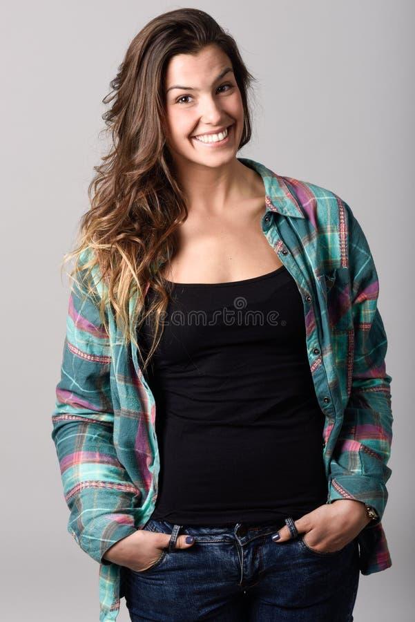 Mujer, modelo de la moda, ropa casual que lleva fotografía de archivo libre de regalías