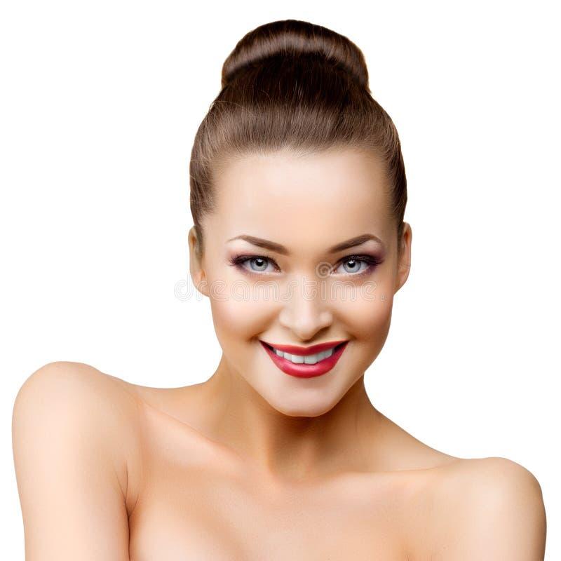 Mujer modelo hermosa en muchacha moderna joven del maquillaje del salón de belleza foto de archivo libre de regalías
