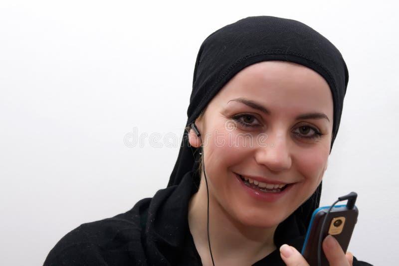 Mujer mp3 del Islam imagen de archivo