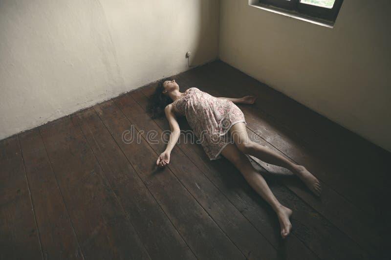 Mujer muerta imagen de archivo libre de regalías