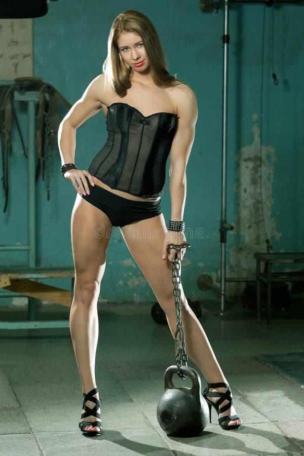 Mujer muscular deportiva hermosa fotografía de archivo
