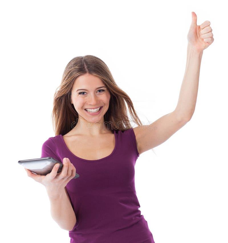 Mujer muy feliz que sostiene un panel táctil fotografía de archivo
