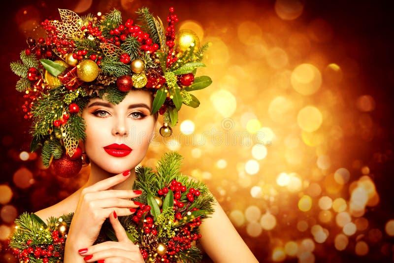 Mujer navideña enfrenta maquillaje de belleza, peinado de flores. Modelo de moda: Retrato de Navidad, bella chica, decoración en fotos de archivo libres de regalías