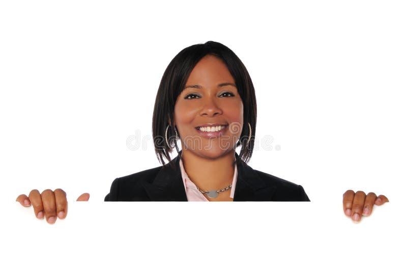 Mujer negra con la muestra imagen de archivo libre de regalías