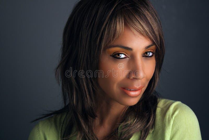 Mujer negra madura hermosa Headshot (7) imágenes de archivo libres de regalías