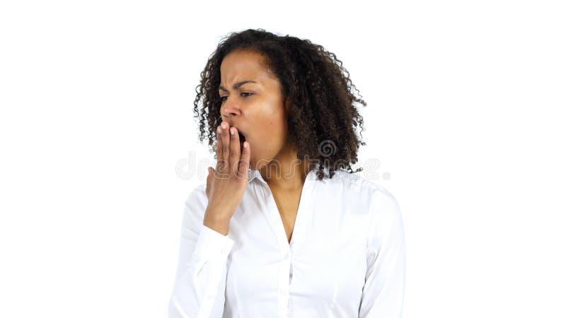 Mujer negra que bosteza, fondo blanco imágenes de archivo libres de regalías