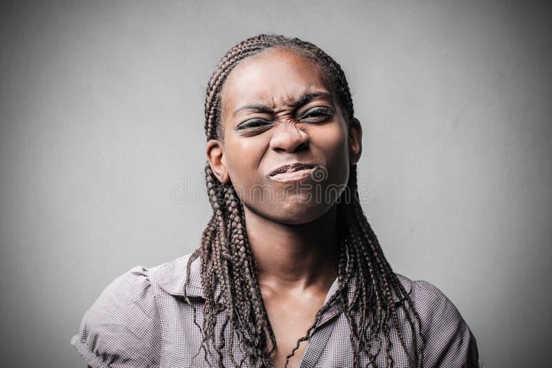 Mujer negra que hace bromas imagenes de archivo