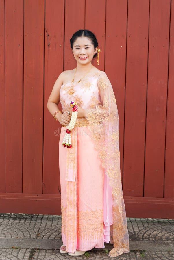 Mujer/novia Tailandesas En Traje Tailandés De La Boda Imagen de ...
