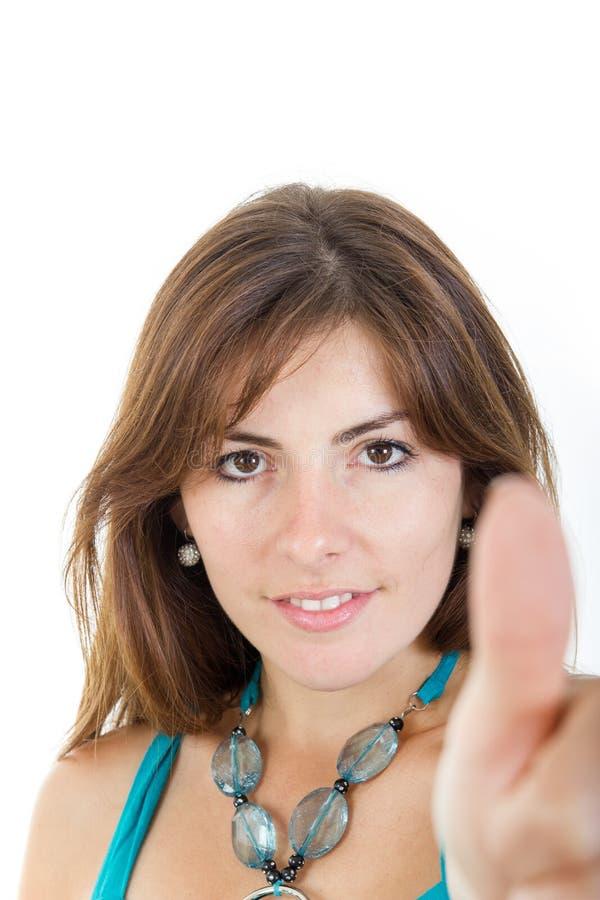 Mujer o muchacha que da los pulgares que se levantan en el fondo blanco foto de archivo