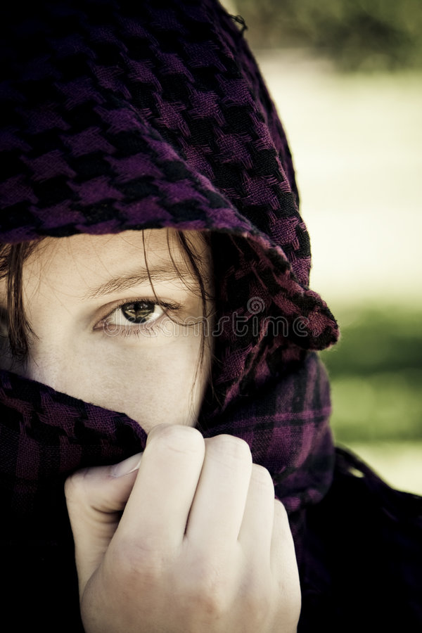 Mujer ocultada en velo foto de archivo libre de regalías