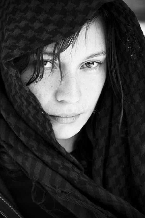 Mujer ocultada en velo fotografía de archivo