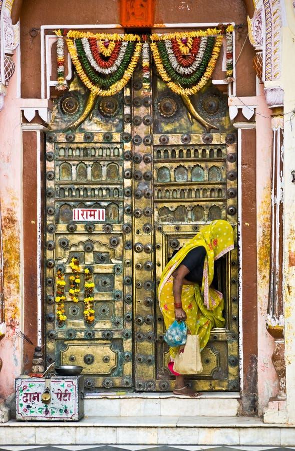 Mujer, Orcha, la India. foto de archivo
