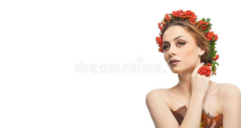 Mujer otoñal Estilo creativo hermoso del maquillaje y de pelo en tiro del estudio del concepto de la caída Muchacha del modelo de foto de archivo libre de regalías