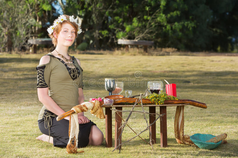 Mujer pagana linda con la guirnalda fotografía de archivo
