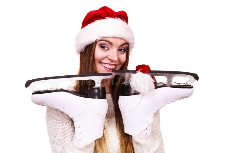 Mujer Papá Noel con los patines de hielo imagen de archivo