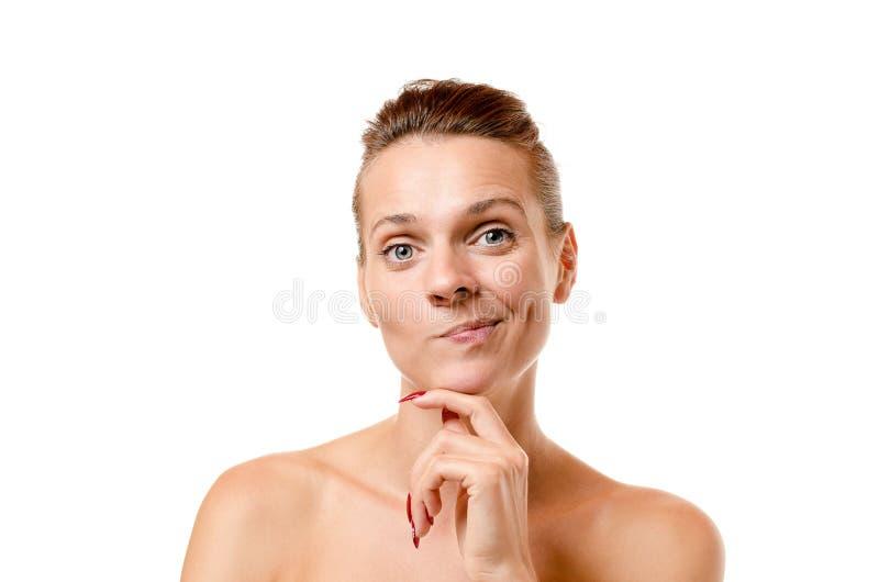 Mujer pensativa linda que tira de una cara divertida imágenes de archivo libres de regalías