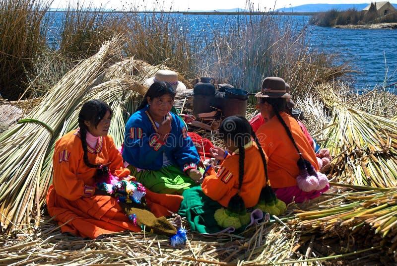 Mujer peruana nativa, Titicaca, Perú fotos de archivo