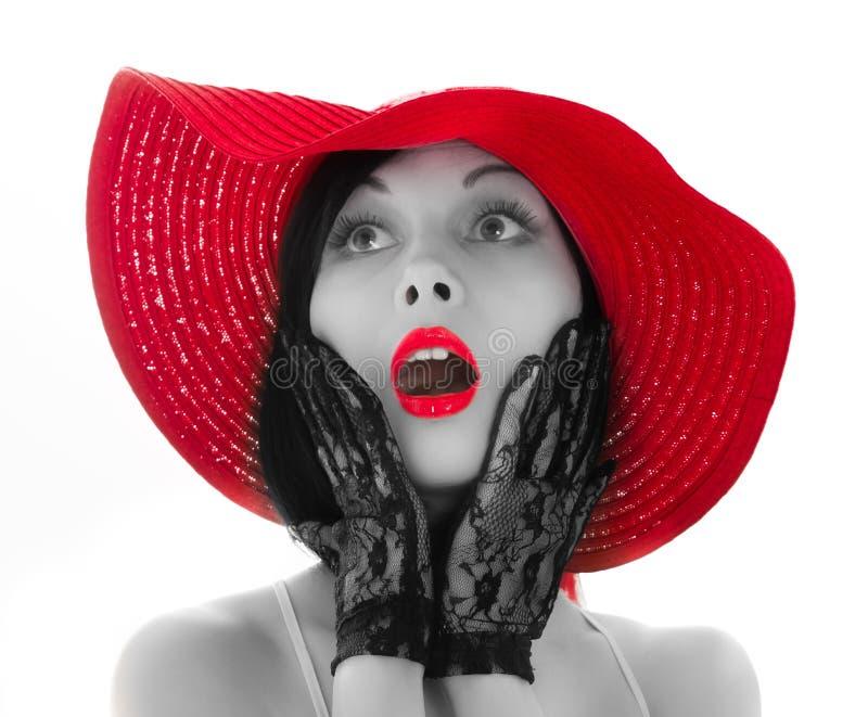 Mujer Pin-para arriba con el sombrero y los labios rojos imagen de archivo
