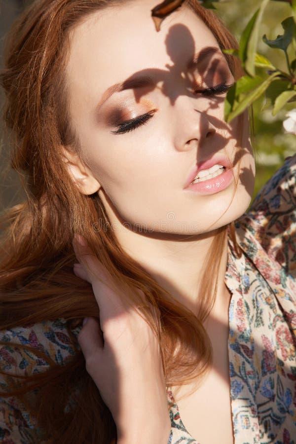 Mujer preciosa joven de la belleza fotos de archivo libres de regalías