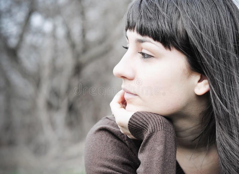 Mujer preocupada imagen de archivo