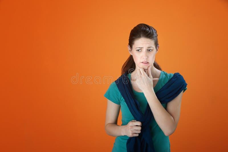 Mujer preocupante imagen de archivo libre de regalías