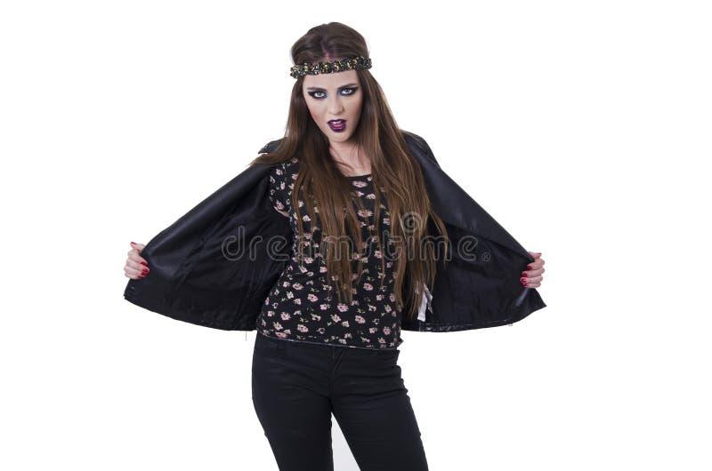 Mujer punky del eje de balancín rebelde joven atractivo en cuero imagenes de archivo