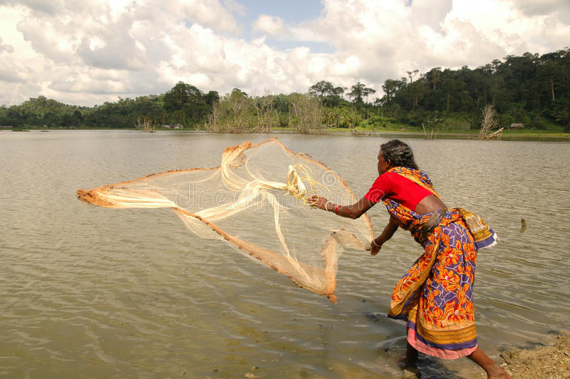Mujer que aprende la pesca imágenes de archivo libres de regalías