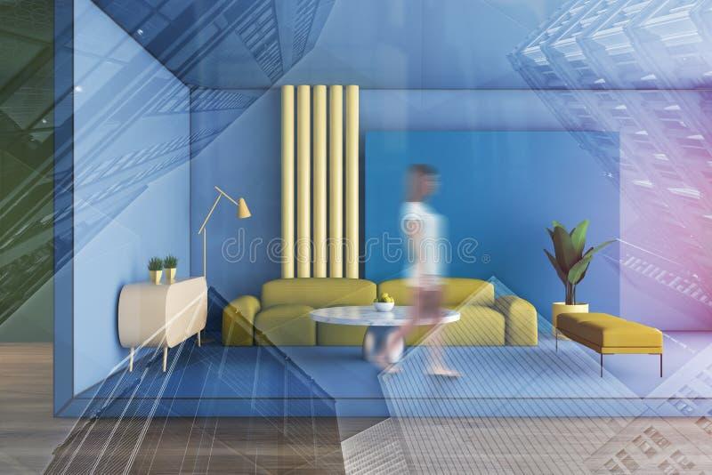 Mujer que camina en sala de estar azul foto de archivo