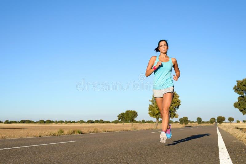 Mujer que corre para el maratón fotografía de archivo libre de regalías