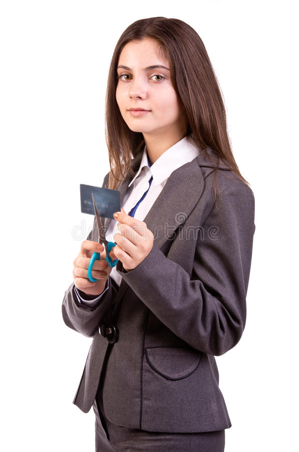 Mujer que corta su tarjeta de crédito foto de archivo libre de regalías