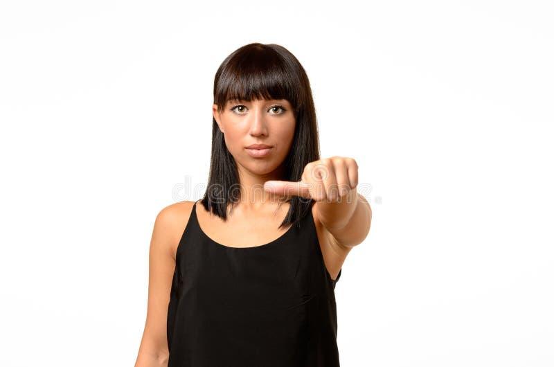 Mujer que da un gesto igual del pulgar imagen de archivo libre de regalías