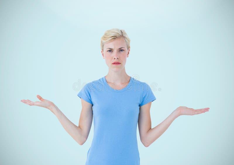 Mujer que elige o que decide con las manos abiertas de la palma fotos de archivo libres de regalías
