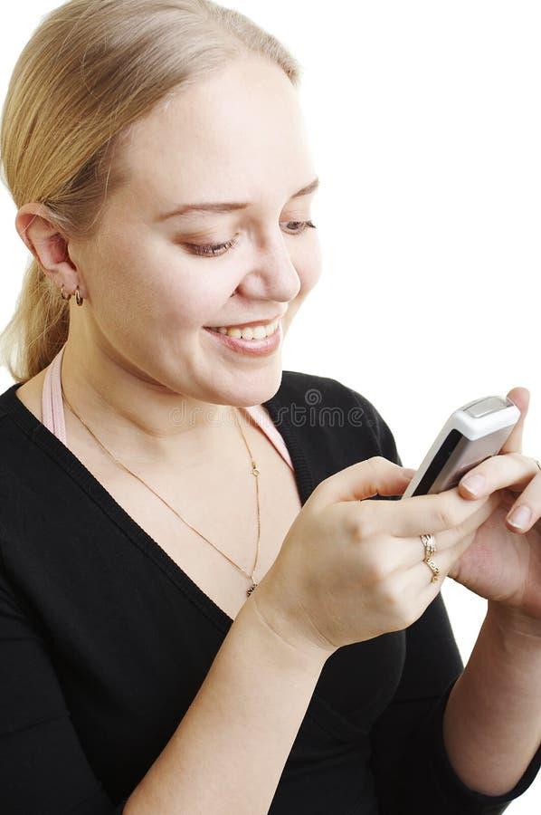 Mujer que envía un mensaje de texto fotos de archivo