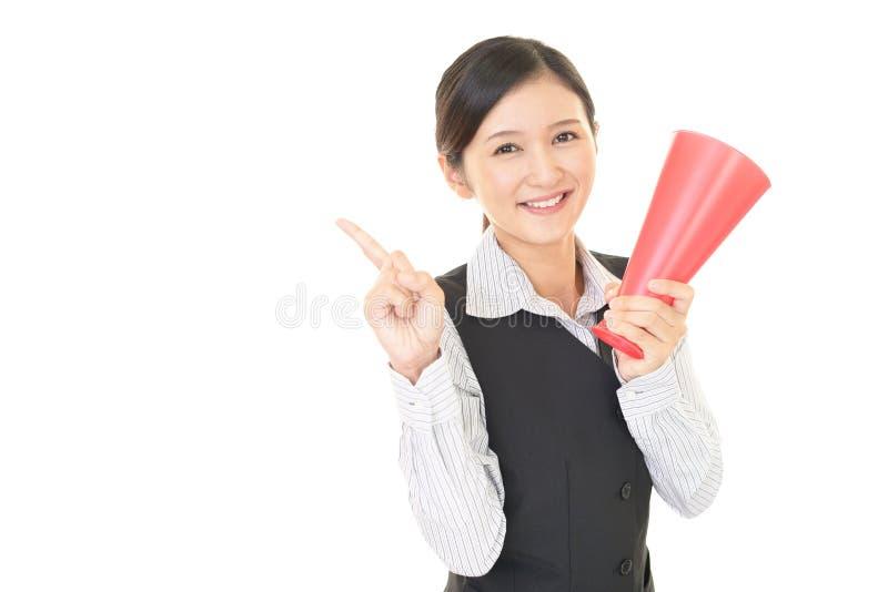 Mujer que está animando foto de archivo libre de regalías