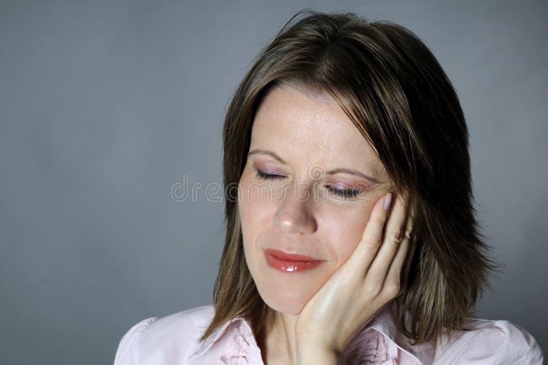 Mujer que expresa dolor dental imagen de archivo libre de regalías